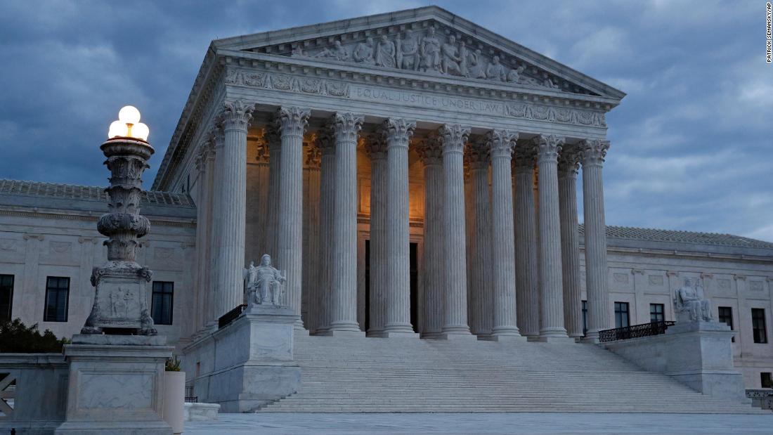 Toilet flush doesn't stop lawyer's Supreme Court argument