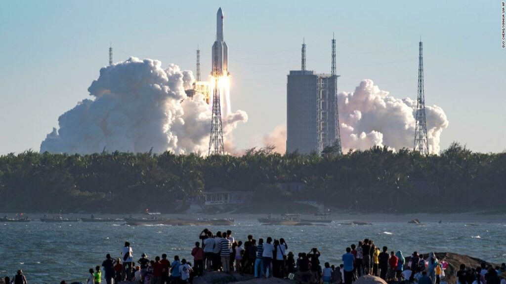 China's modern spacecraft returns to Earth successfully