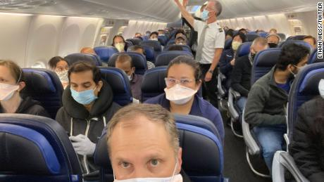 Viral photo of the crowded United Airlines flight.