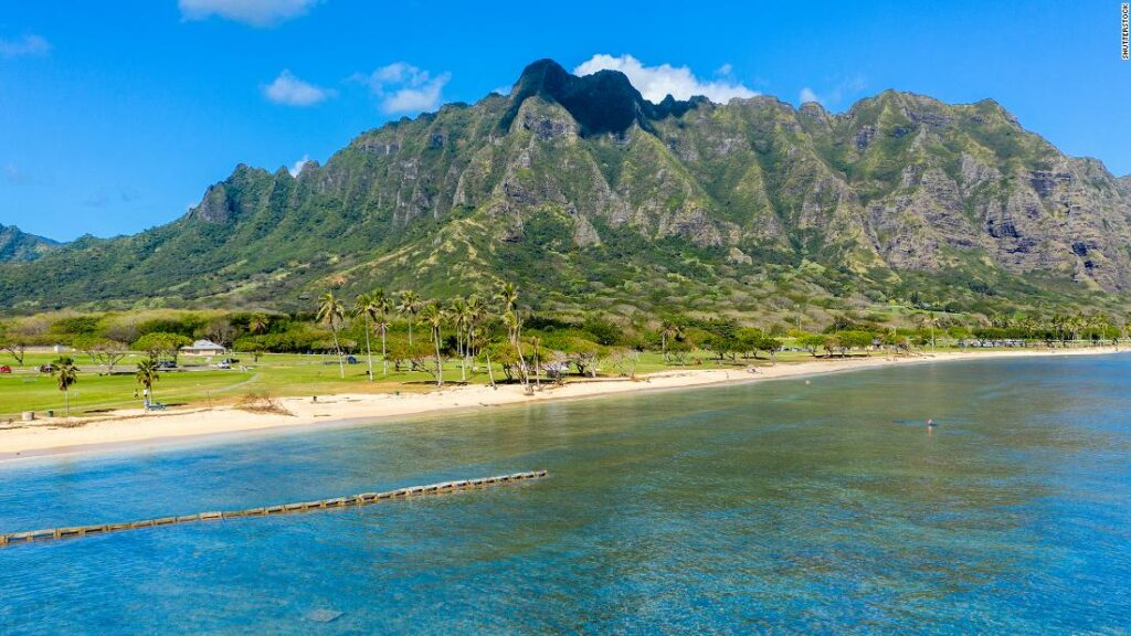 NY tourist arrested after posting Hawaii beach photos