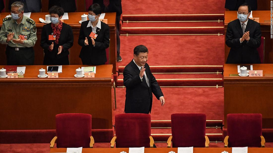 Chinese President Xi Jinping (C) arrives for the opening session of the Chinese People's Political Consultative Conference (CPPCC) at the Great Hall of the People in Beijing on May 21, 2020.