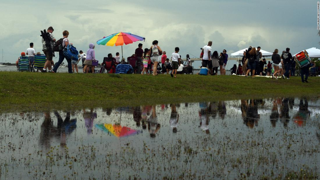 People who gathered to launch SpaceX's launch on Wednesday leave Marina Park in Titusville, Florida after it has been washed.