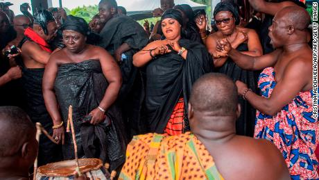 The sumptuous funeral of Ghana can last up to seven days. Now, a centuries-old tradition has gone online