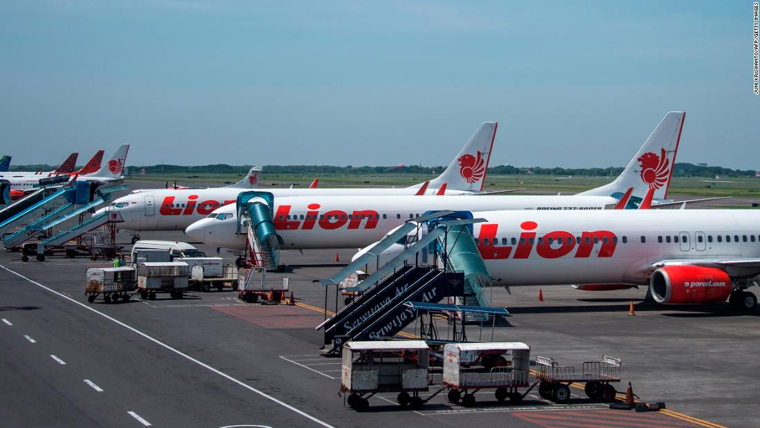 Lion Air in Indonesia restarts flights, cancels them again