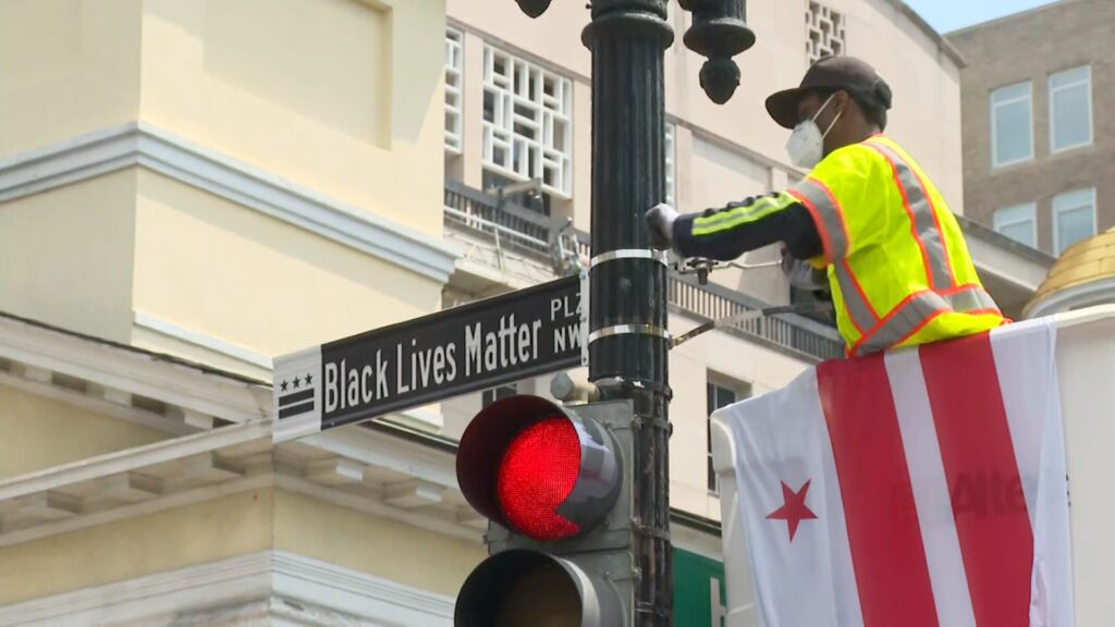 "DC Mayor unveils ""Black Lives Matter Plz NW"" near the White House"