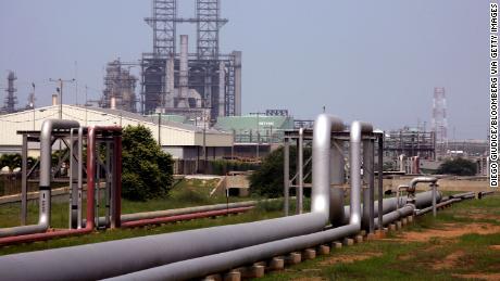 Trump orders Chevron to halt oil production in Venezuela