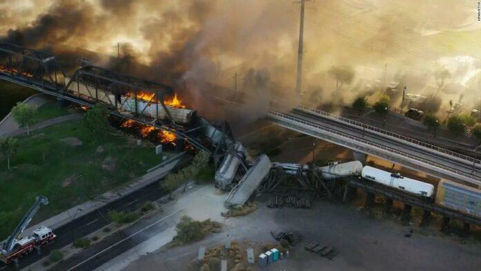 Arizona train derailment in Tempe Town Lake described as 'a scene from hell'