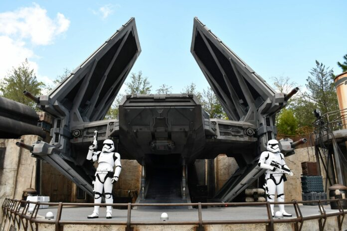 PHOTO REPORT: Disney's Hollywood Studios 8/24/20 (Socially-Distanced Star Wars: Galaxy's Edge Crowds, Toy Story Land Maintenance, New Merchandise, and More)