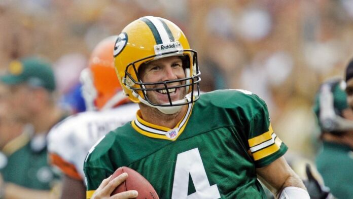 Brett Favre on NFL players kneeling during national anthem: 'I don't believe' anyone is right or wrong