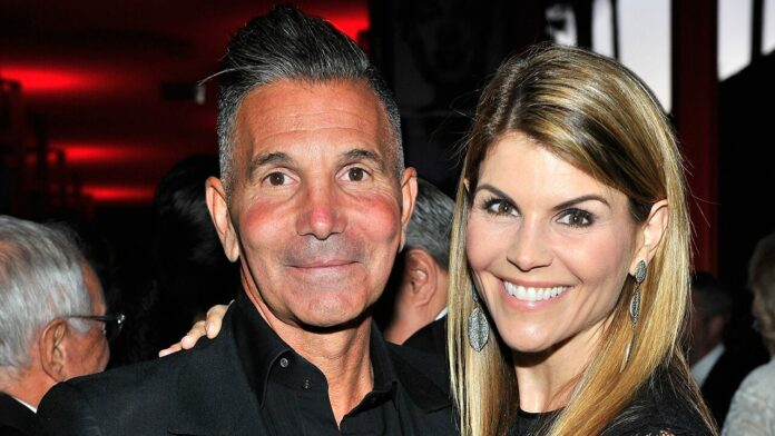 Lori Loughlin, Mossimo Giannulli sentenced in college admissions scandal case