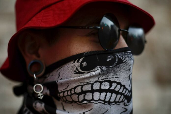 Neck gaiter worse than not wearing mask. Here's why