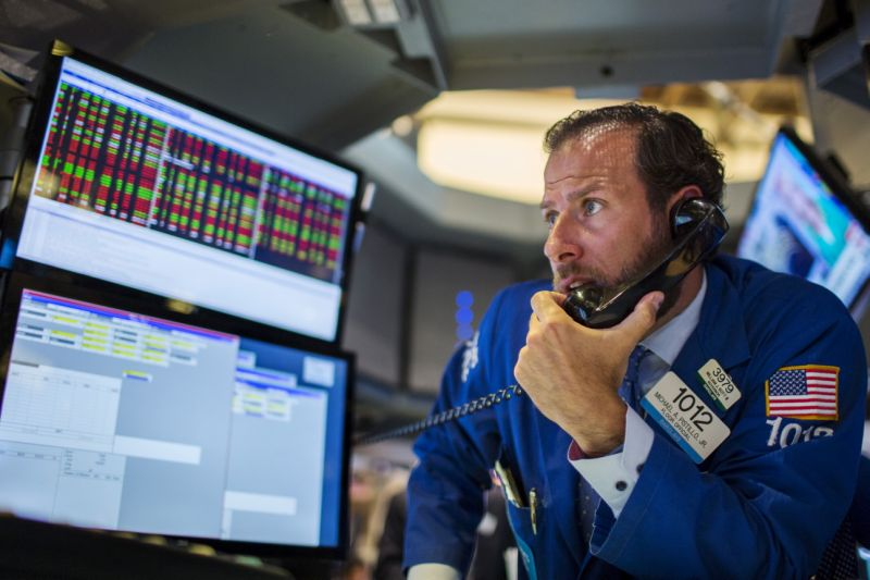 A trader works on the floor of the New York Stock Exchange shortly after the opening bell in New York, August 18, 2015. The Commerce Department report on Tuesday added to solid payrolls, retail sales and industrial output data in suggesting the economy got off to a strong start in the third quarter. The steady flow of upbeat economic reports has bolstered views that the Federal Reserve will raise interest rates in September. REUTERS/Lucas Jackson TPX IMAGES OF THE DAY