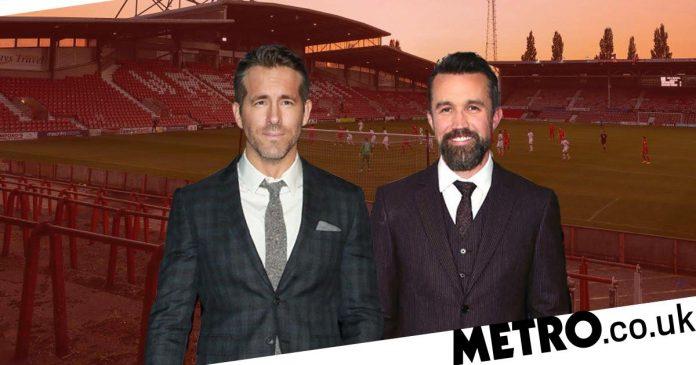 Ryan Reynolds and Rob McLennan negotiate to buy Rexham AFC