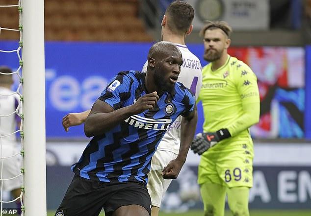 Romlu Lukaku celebrates Inter's third goal in 87 minutes to equalize the score