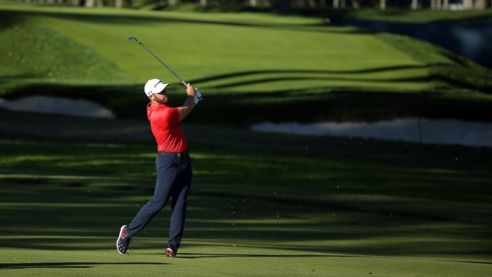 Matthew Wolfe (65), Bryson de Chamboyu enter the final round of the US Open with 2 shots