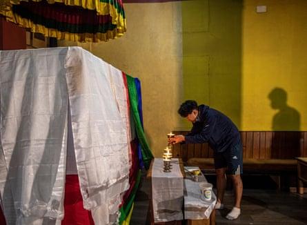 Furba Tashiring Sherpa, grandson of Ang Rita Sherpa, lit candles in front of her casket in Kathmandu.