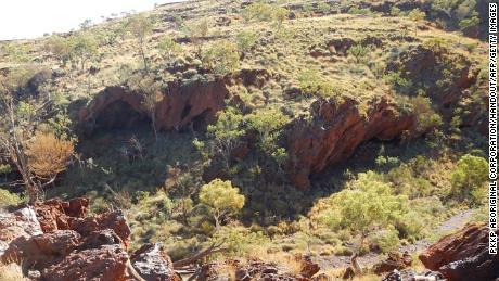 Rio Tinto loses bonus but retains jobs after destruction of ancient tribal caves