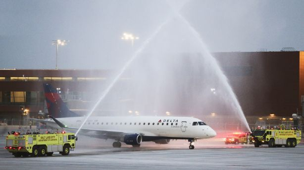 The 'beautiful' Salt Lake Airport awakens passengers on the first flight with a new facility