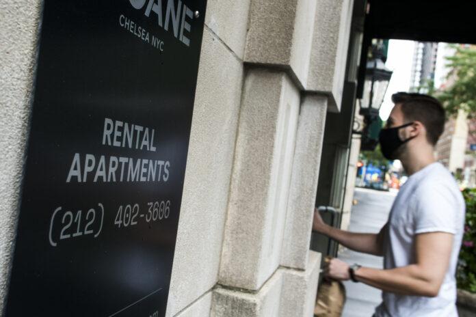 The Manhattan rental market sinks leaving 15000 empty ments apartments