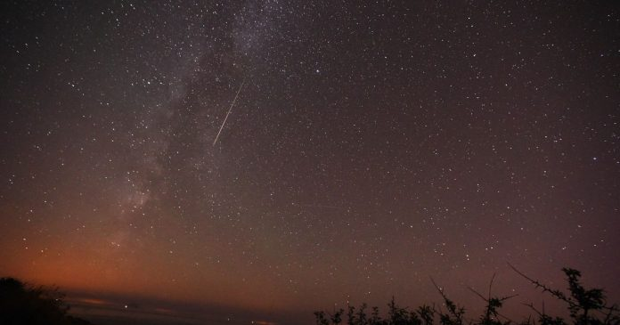 When and how is the best way to see a Draconid meteor shower tonight?