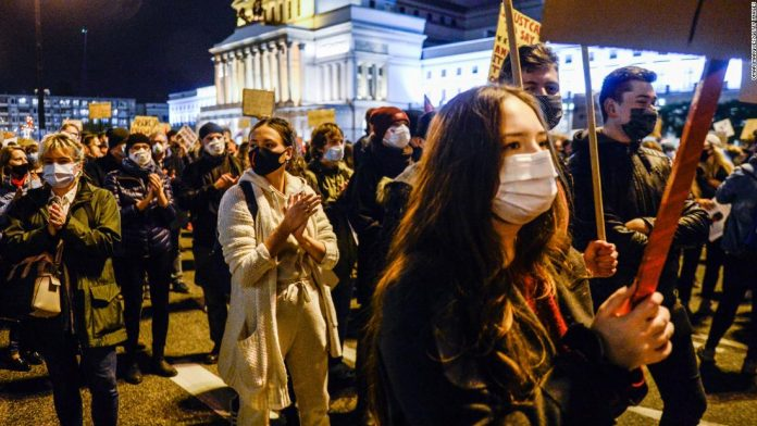 Poland needs to remain calm to discuss the controversial abortion verdict, the government says