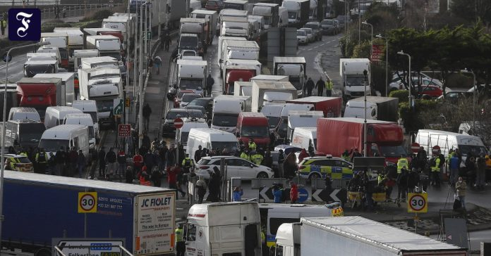 Angry truck drivers want to go home in England