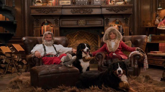 """Nur ein Weihnachtsfilm, den es in der Advents- und Weihnachtszeit bei den Streamingdiensten Netflix, Sky & Co. zu sehen gibt: Kurt Russell als Santa Claus und Goldie Hawn als Mrs. Claus in einer Szene des Films """"The Christmas Chronicles""""."""