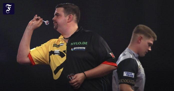 Gabriel Clemens wins German duel with Nico Kurz in Darts World Cup