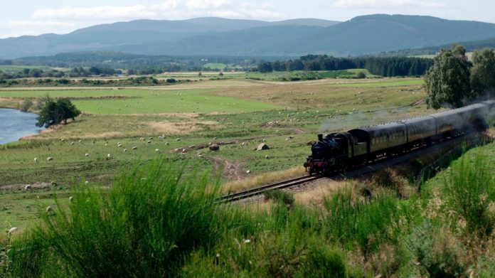 In the heart of Scotland (1/2) - lowland via train    NDR.de - Television - Broadcast AZ - Countries - People