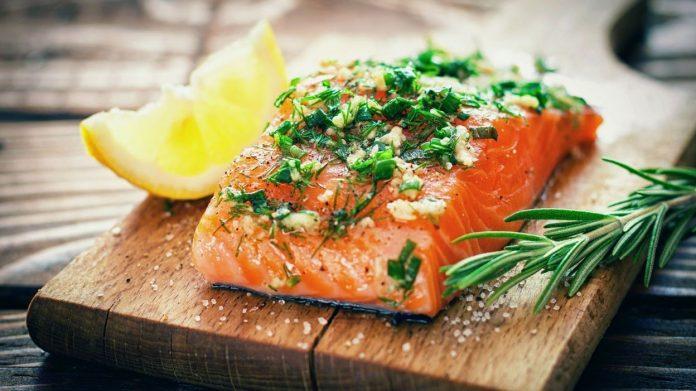 Salmon in a salt crust or gravlax ... Let's dare salmon in many ways!