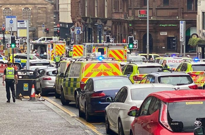 Incident in Scotland: suspected knife attacker shot dead - six injured - panorama