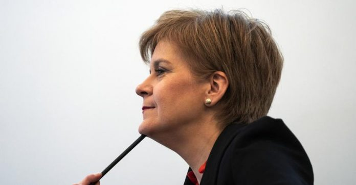 Sturgeon: «Scotland wants to stay in the European Union.  Johnson's goal is
