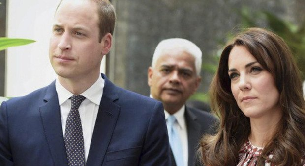 Kate Middleton and William, the jerk gesture that infects subjects.