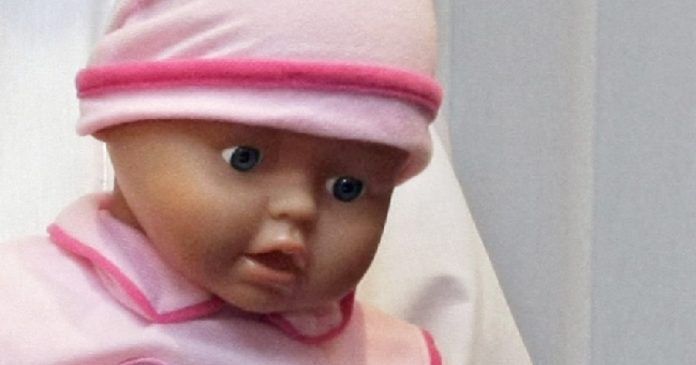 He cheated on his wife with the pregnancy and death of twins after seeing plastic babies.