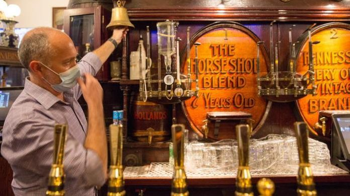 In England, those who are vaccinated will be able to visit pubs and theaters