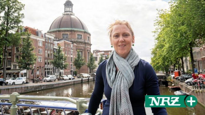 Netherlands: Luxurious houses and great canals in the novel