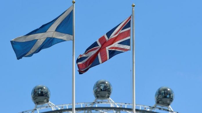 Scotland challenges London: European flag is displayed in public buildings
