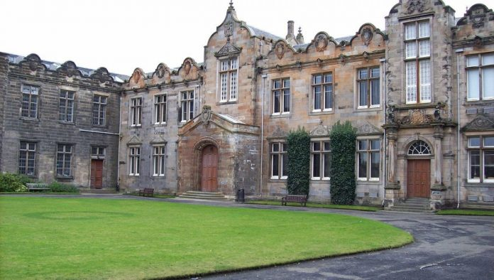 Scotland, two men instead of teachers: students and scholars arise