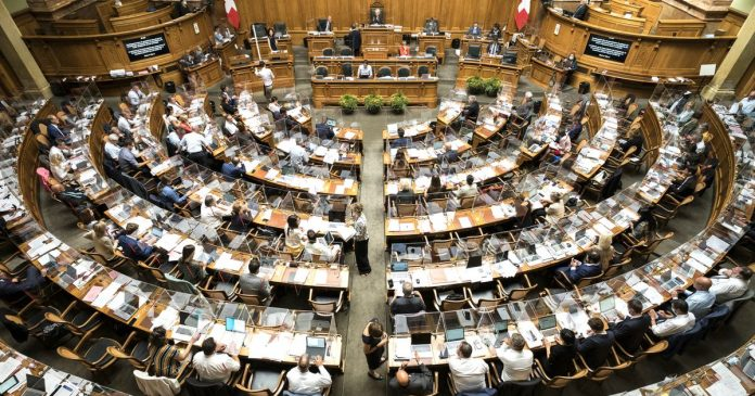 Calls for restaurant opening at National Federal Council - rts.ch