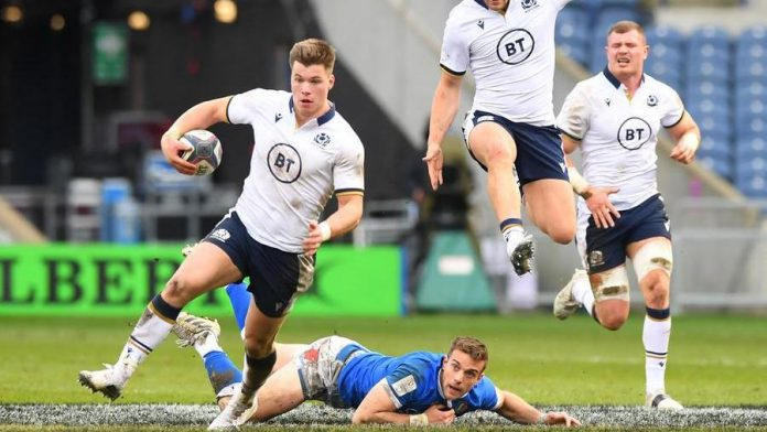 Italy is also disastrous in Scotland (52–10), it is the worst six nations ever
