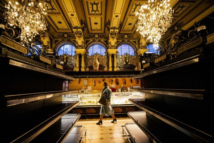 Luxury tsarist grocery store closed in Moscow: current images