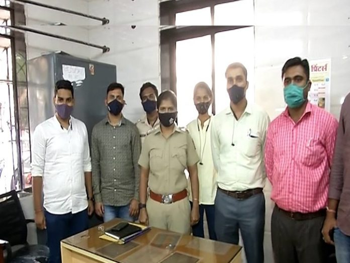 Mumbai Crime News Teen reportedly spent three and a half lakh rupees from bank accounts of vegetable sellers on mobile games