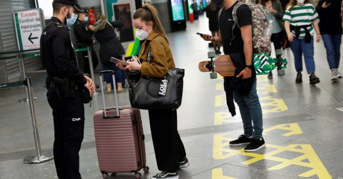 Vaccines and restrictions for non-essential travel: they plan changes in Europe to get tourists