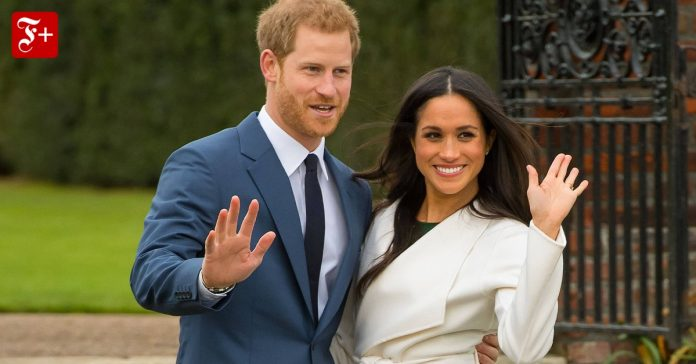 Prince Harry and Meghan Contract Sign