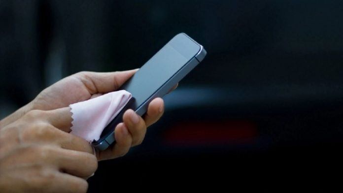 How to clean and disinfect without damaging the cell phone