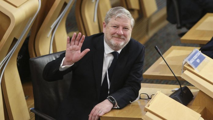 Politician Angus Robertson takes oath of office for queen in German