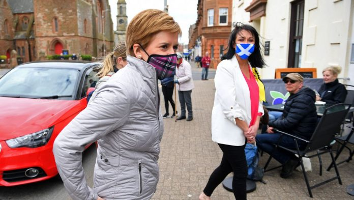 Scotland: SNP hope for a new independence referendum after narrow electoral victory