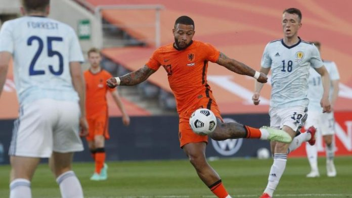 Soccer - Netherlands save draw in Test against Scotland