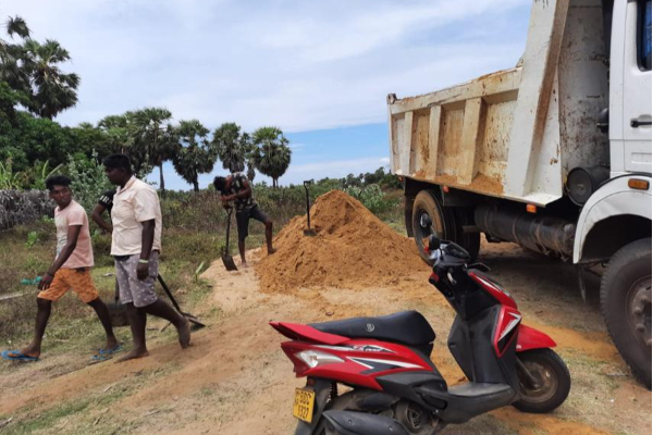 Illegal Activity - Village servant tipper tried to beat and threatened to kill!