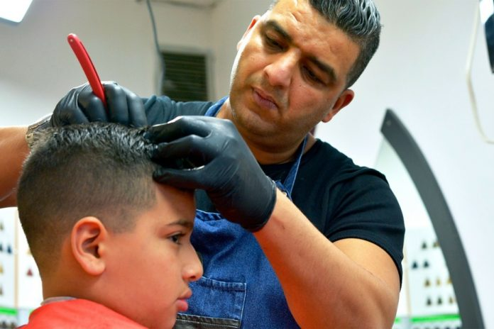 Holding Salon    Hairdressing Salons, Great Cultural Trips